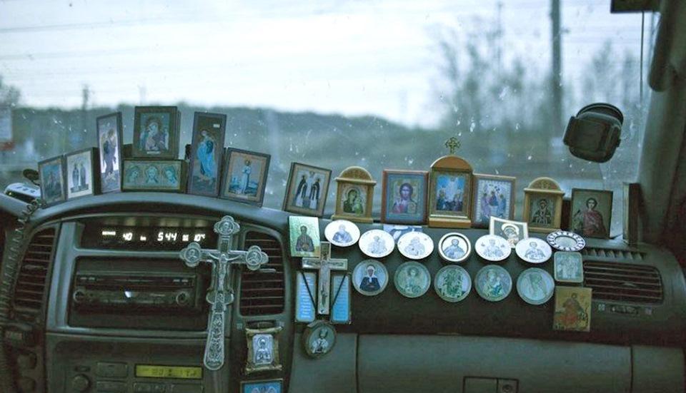Где крепятся иконки при освещении машины фото