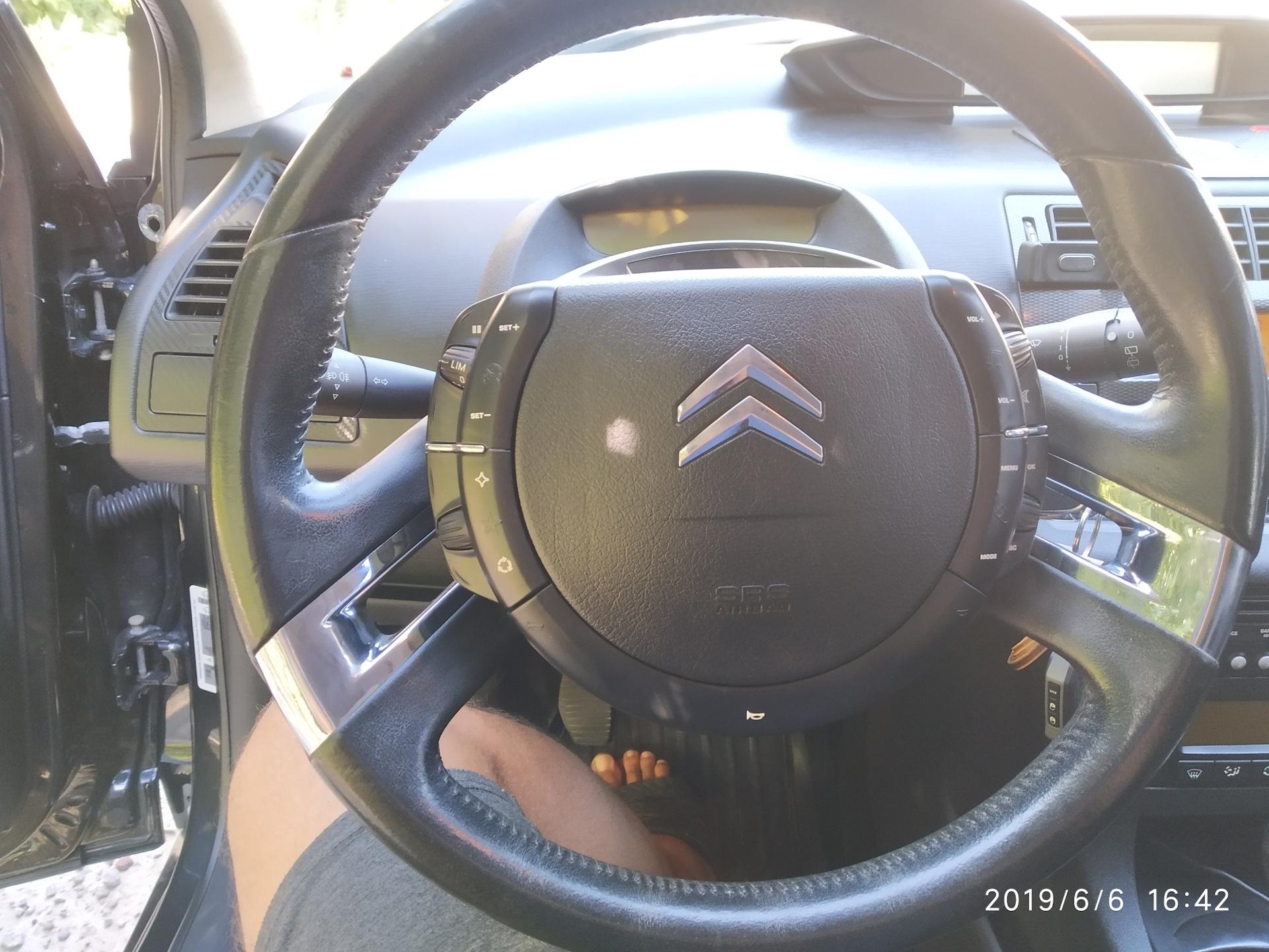 Знак ситроена на руле фото