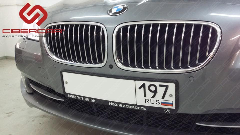 Камера переднего вида для BMW F10 525D xDrive, выглядит как парктроник.