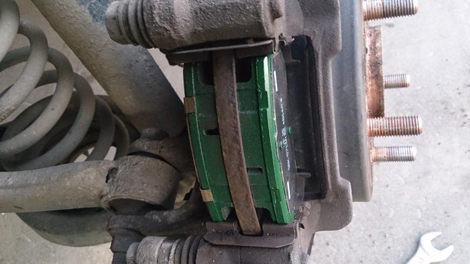 Самостоятельная замена задних тормозных колодок. - бортжурнал Hyundai ix35 EURO EDITION 2012 2012 года на DRIVE2