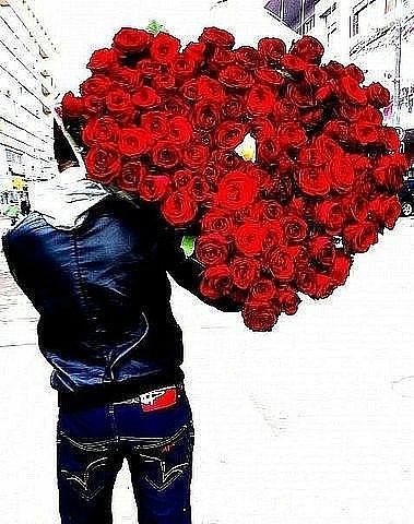 Парень с букетом цветов