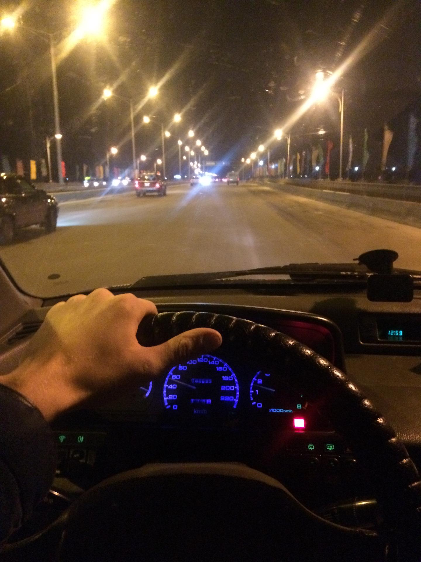премилый фото парень в машине вечером нашем сайте
