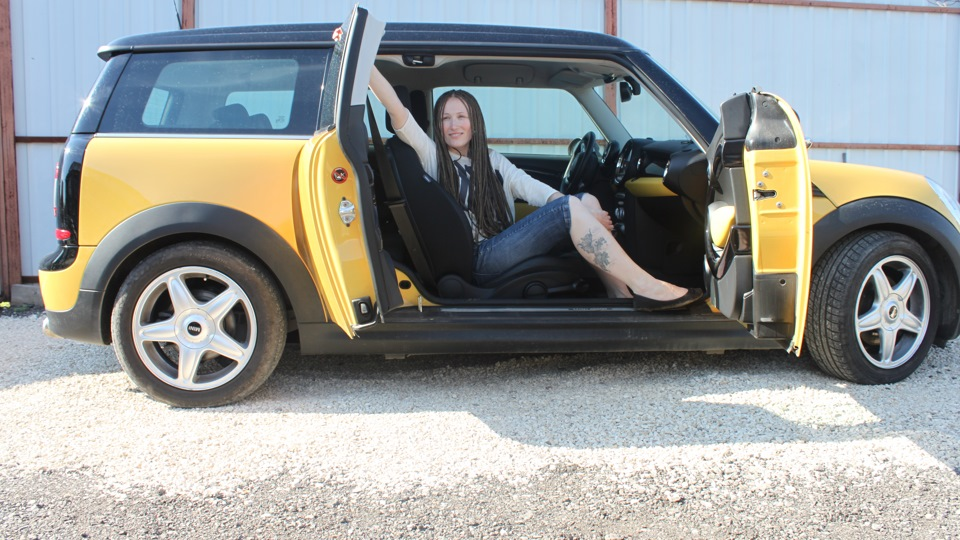 Mini Clubman Yellow Mellow Drive2