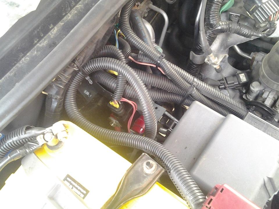 где-то там, под проводами, спрятан моноблок