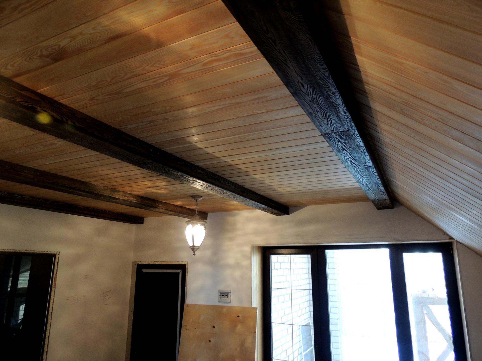 потолки из деревянной вагонки фото