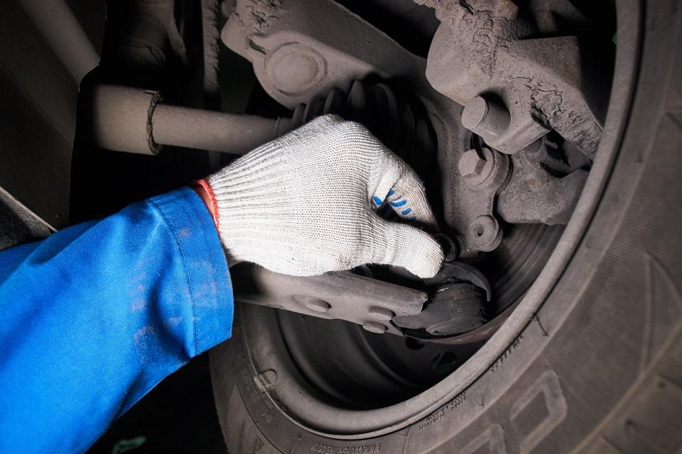 Дефект пыльника шаровой опоры Ford Focus III