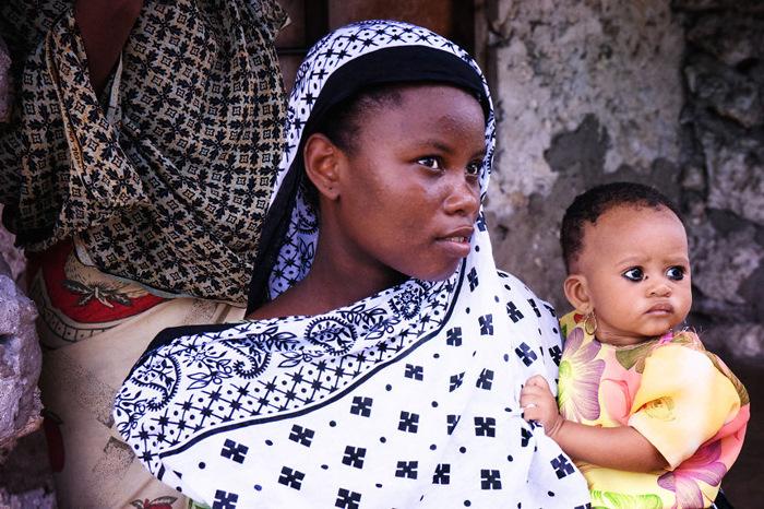 Женщина с ребенком. Фото: Radu Mihai Iani.
