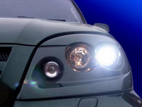 Комплект передней модульной оптики Hella на Chevrolet-Niva с галогеном в бл