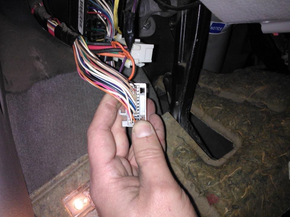 После выключения зажигания, через 1 секунду загораются лампы; чек, зарядка