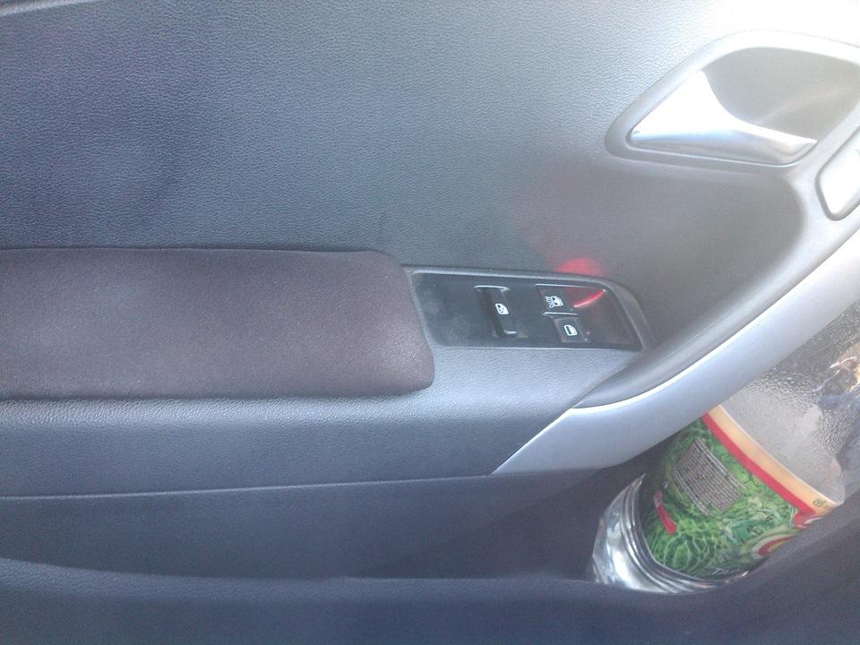 Кнопки стеклоподъемников  logbook Volkswagen Polo Sedan