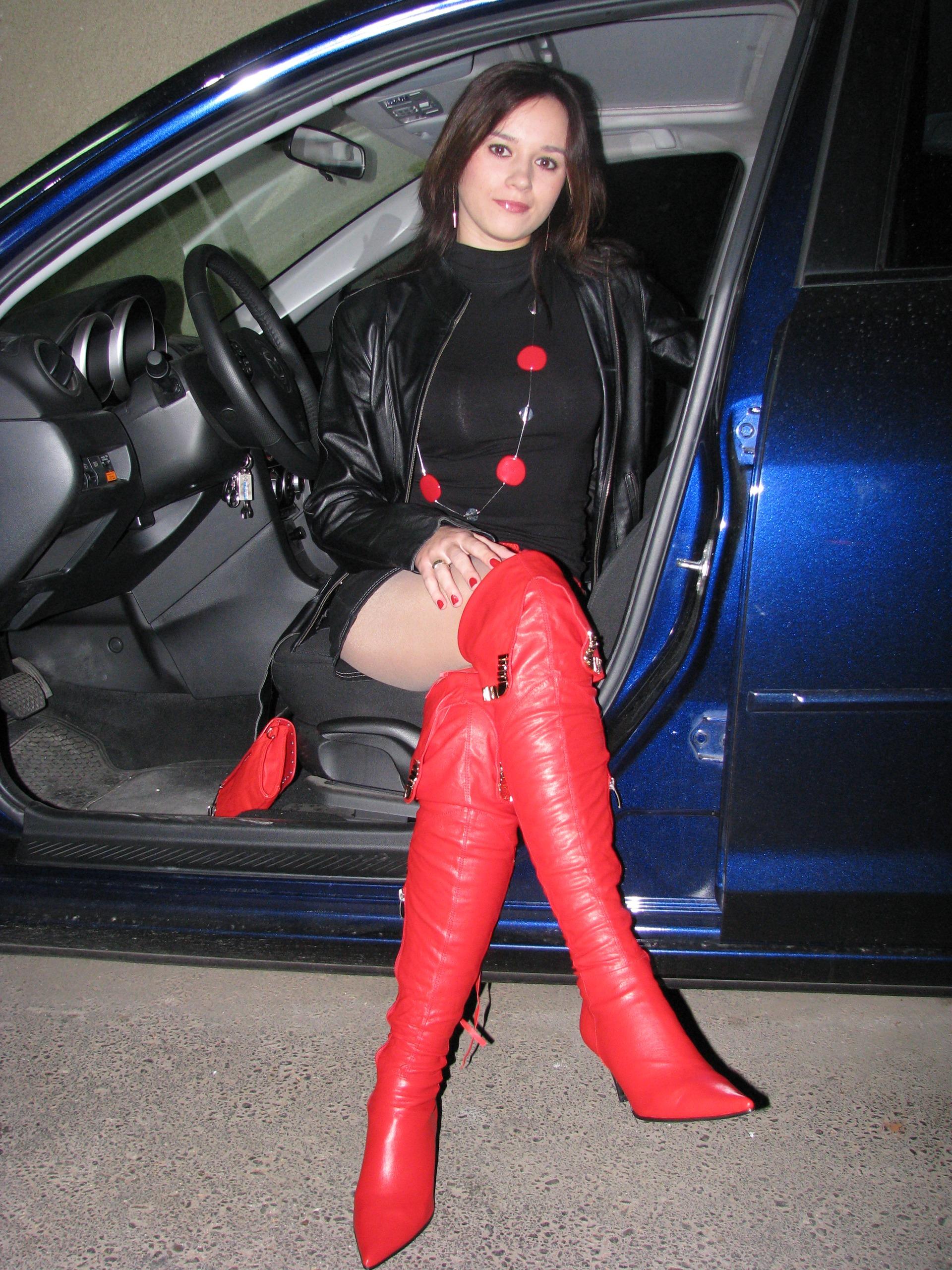 носят ди проститутки ботфорты