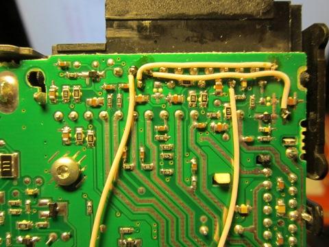 """Все эти  """"балалайки """" одинаковы.  Есть вход через выпрямитель, есть сам ФМ трансмиттер с дисплеем и разъемами."""