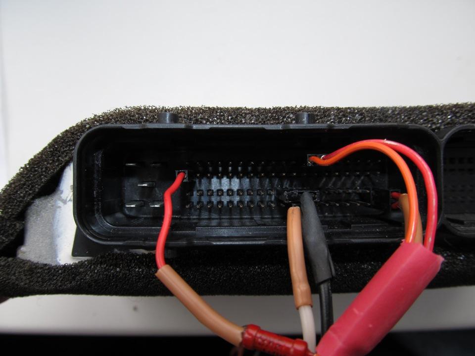 6. Красными проводами подается