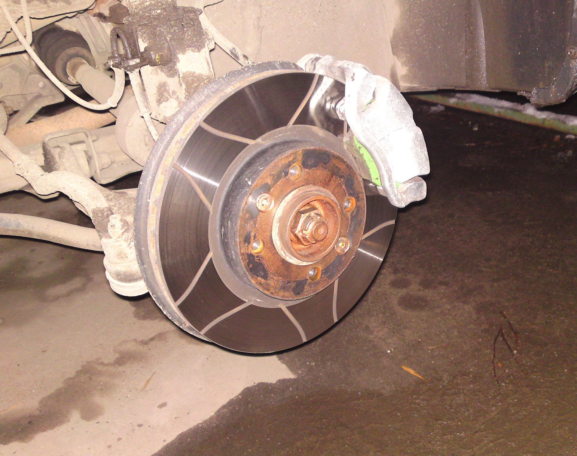 Замена тормозных дисков на логане