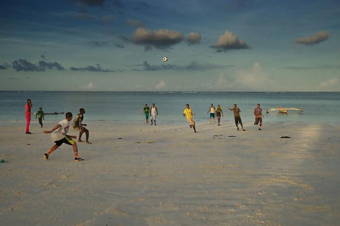 Дети играют на пляже. Фото: Radu Mihai Iani.