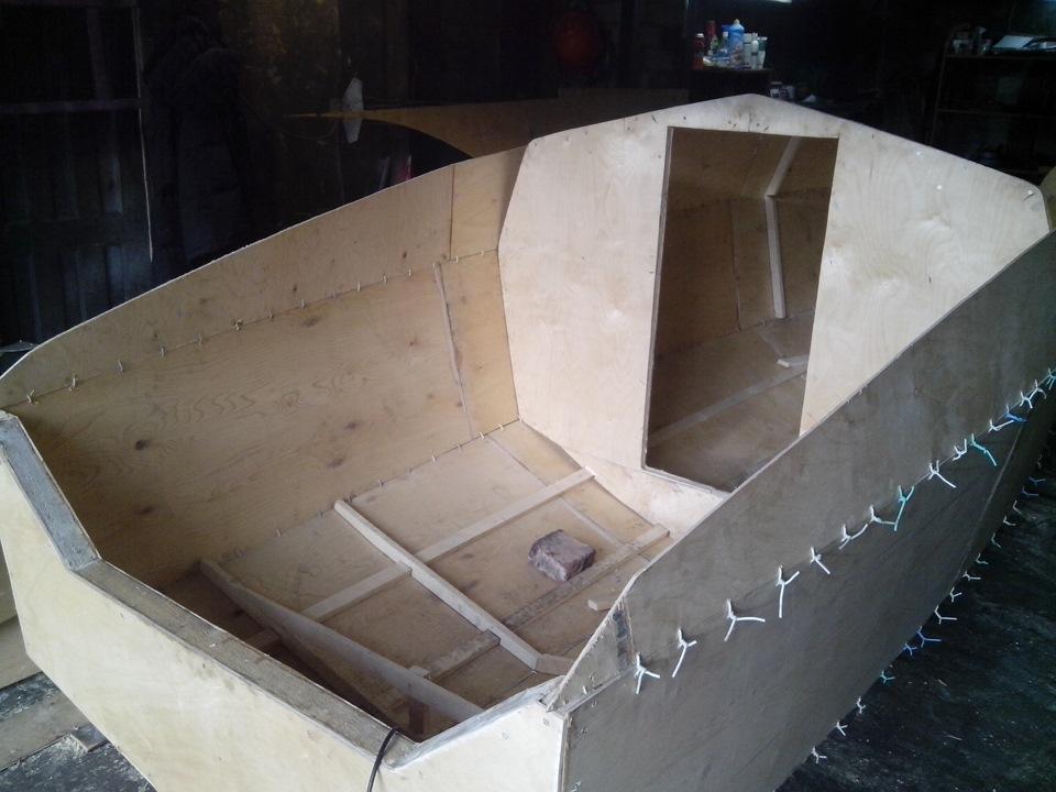 Фанерная моторная лодка сом
