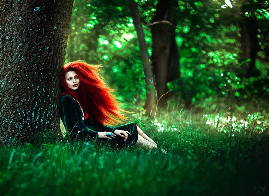 foto-rizhih-devushek-v-zelenom