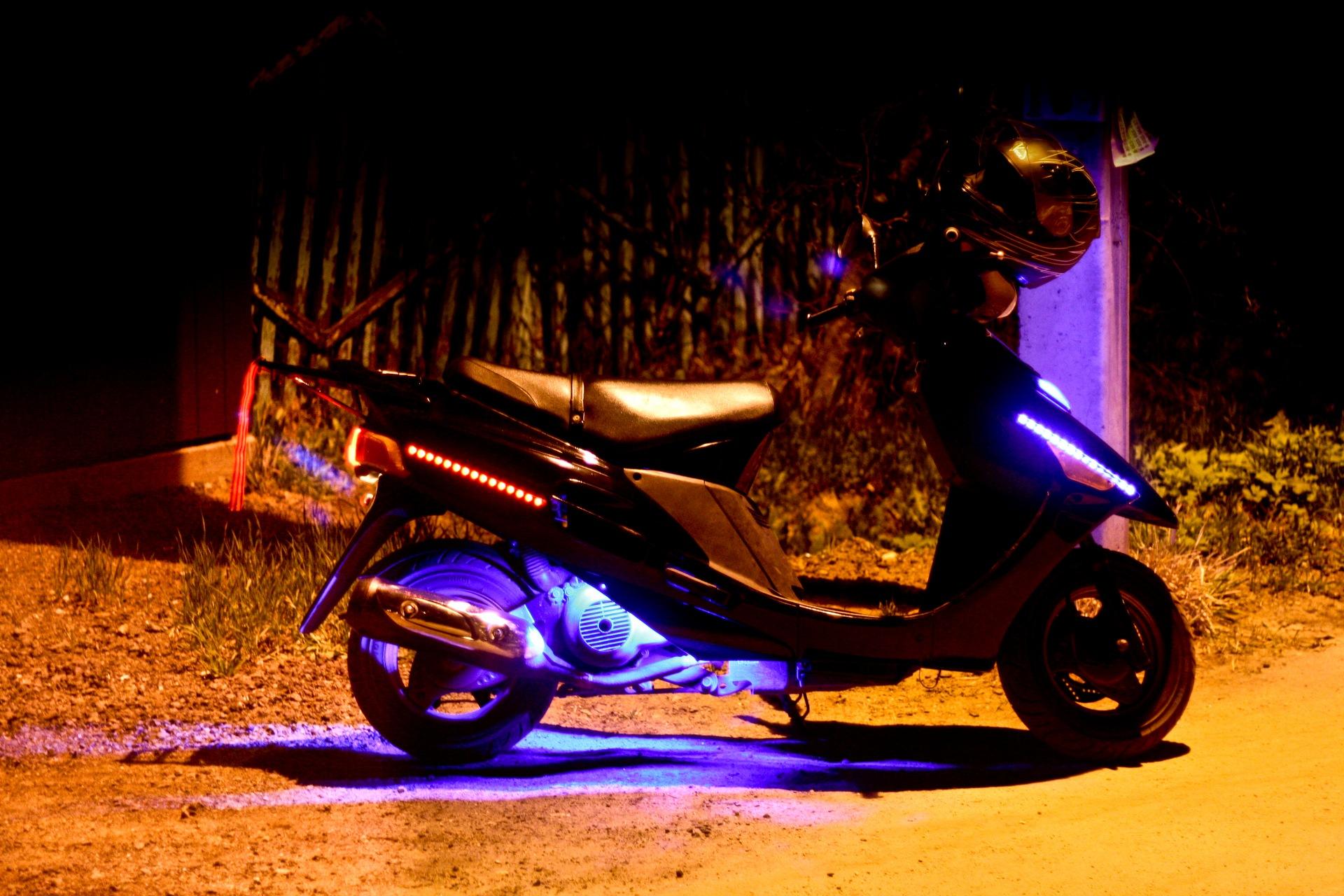 Подсветка на скутер своими руками фото 786