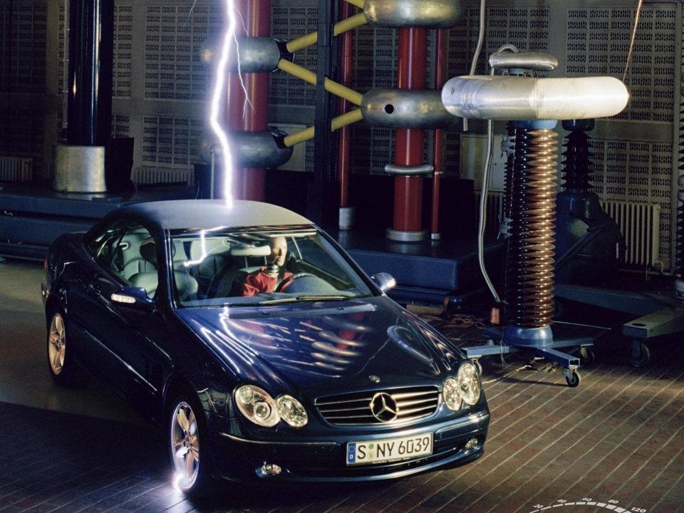 Попадание молний в автомобили