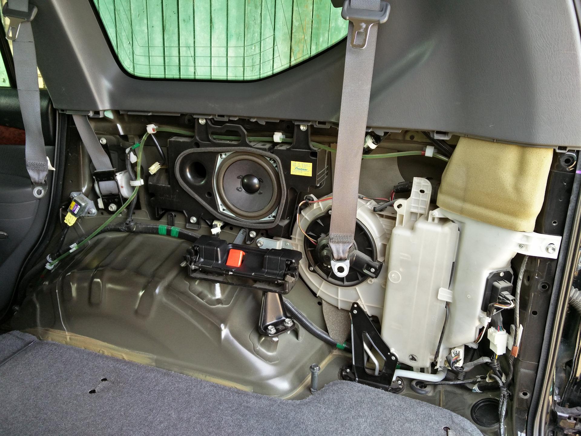где расположен воздухозаборник кондиционера на toyota prado