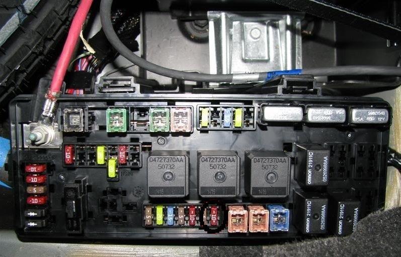 Схема предохранителей крайслер 300с.