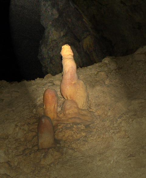 Секс в пещере
