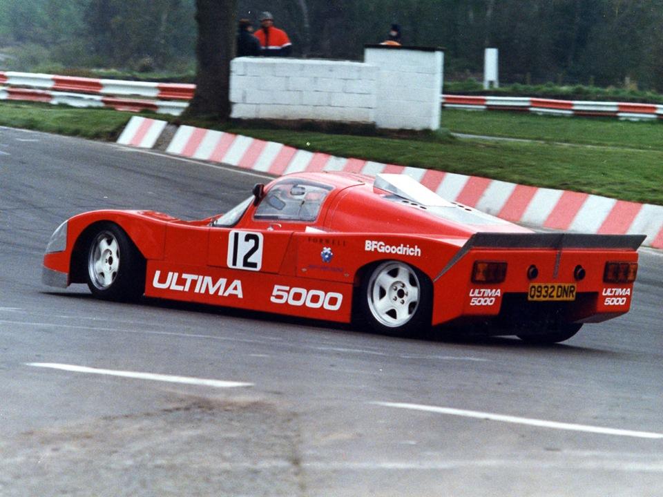 Автомобиль, доработанный Тедом Марлоу выигрывает несколько гоночных серий в конце 80-х