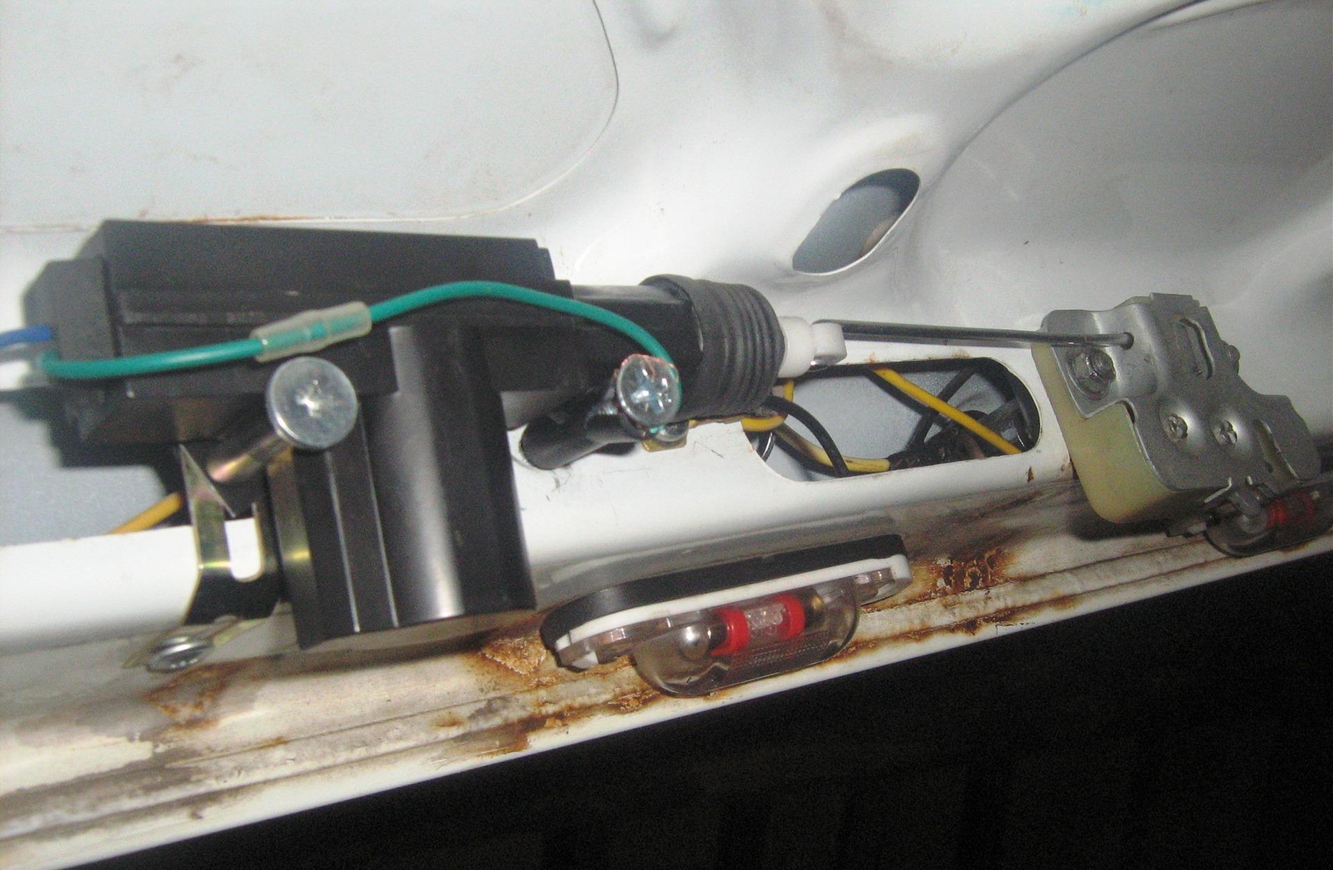 Как сделать багажник открывался с кнопки пульта
