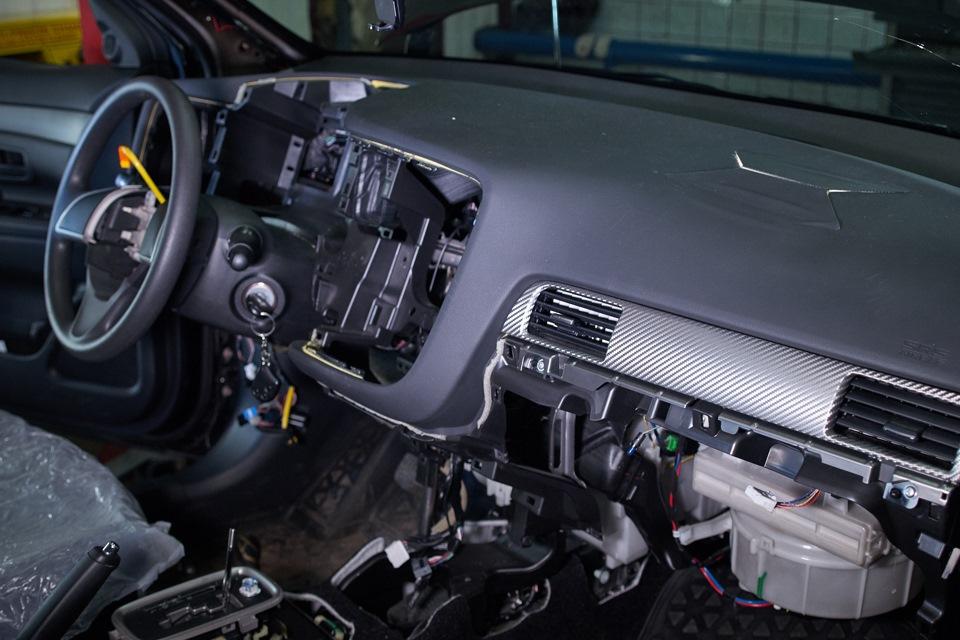 Mitsubishi Outlander. Разборка передней части салона.