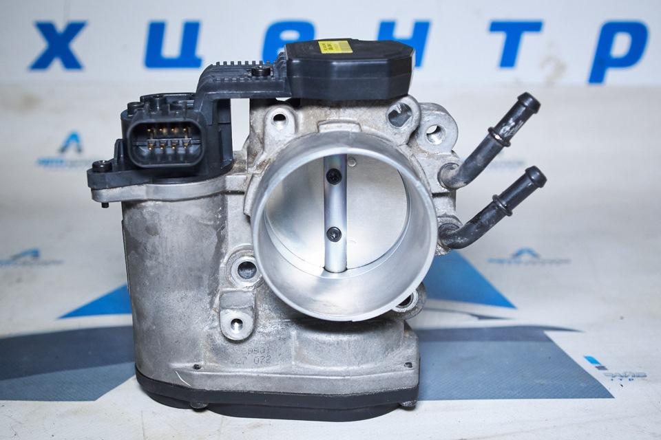 Состояние дроссельной заслонки Hyundai Santa Fe после чистки. Вид со стороны воздушного фильтра.