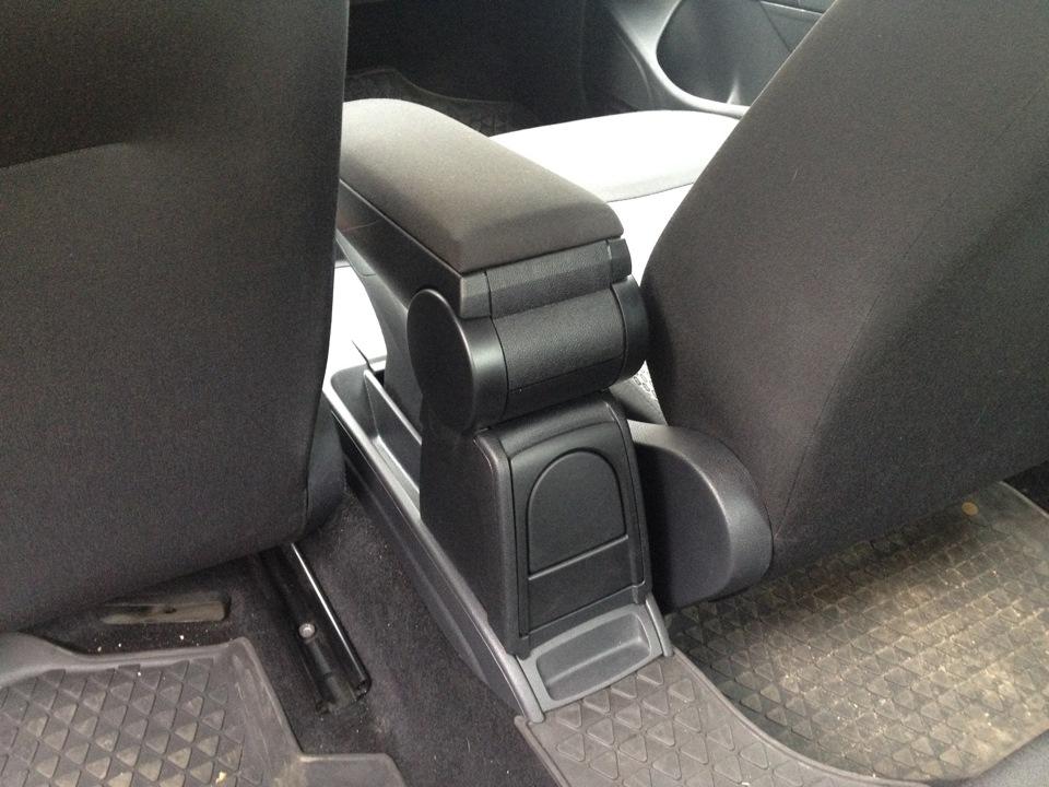 Оригинальный подлокотник для polo sedan — logbook volkswagen polo GD72