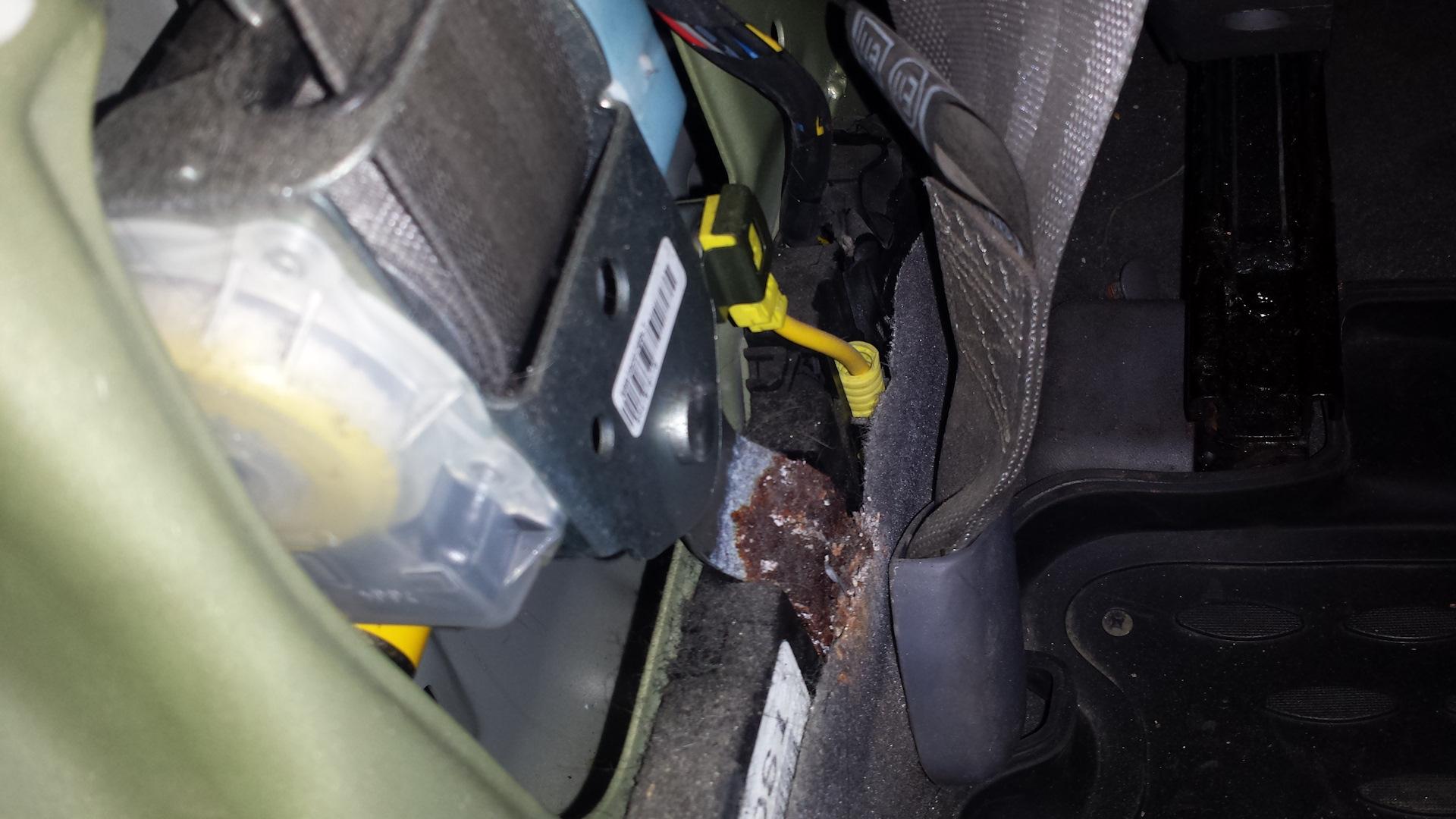 hyundai elantra плохо отщёлкивается ремень безопасности