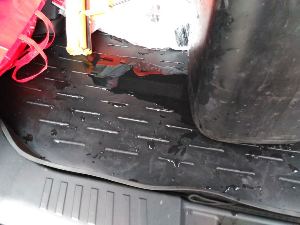 Поддон для багажника защищает ковролин от пролитых жидкостей