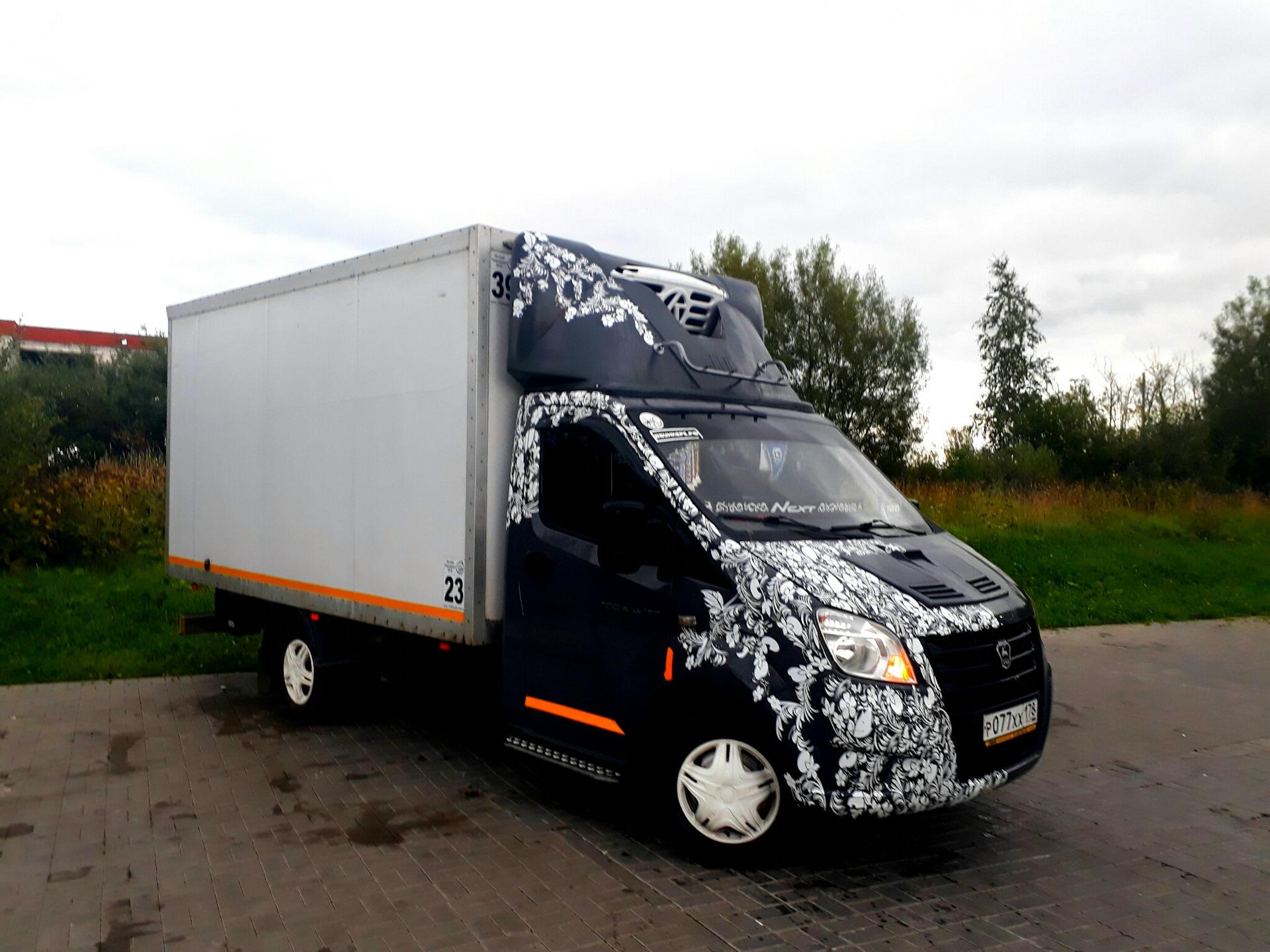 Автовинил на грузовых автомобилях фото