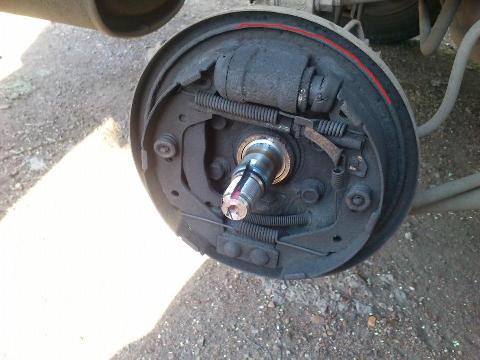 Замена задних тормозных колодок Hyundai Accent (Хендай) 82