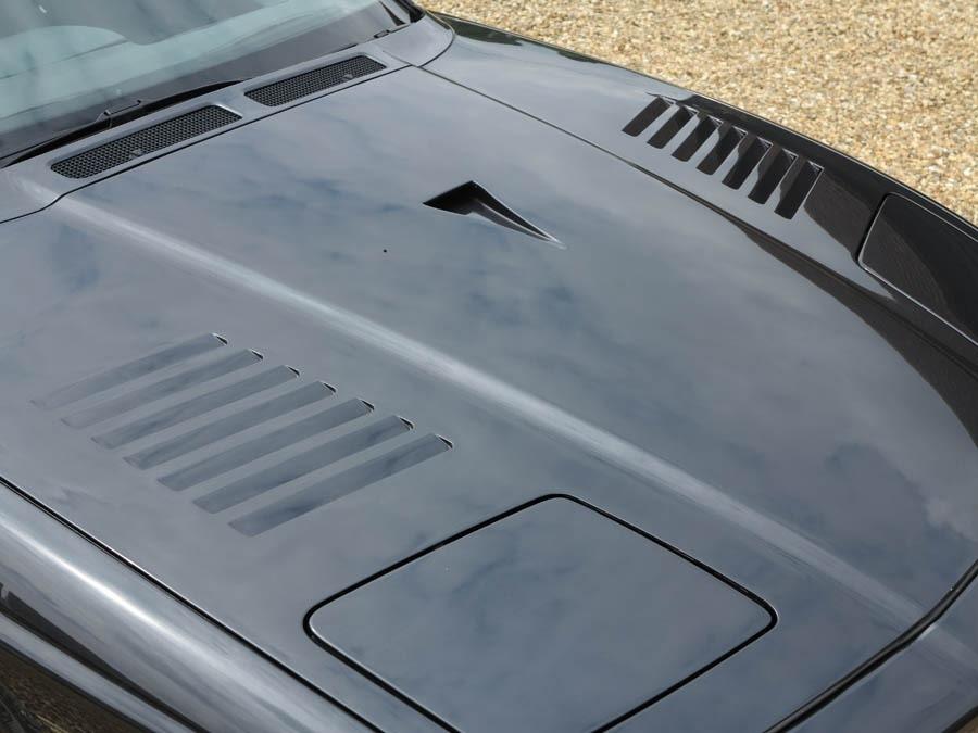 Уникальная особенность купе от Alpina — фирменный карбоновый капот с NACA-воздухозаборником по центру