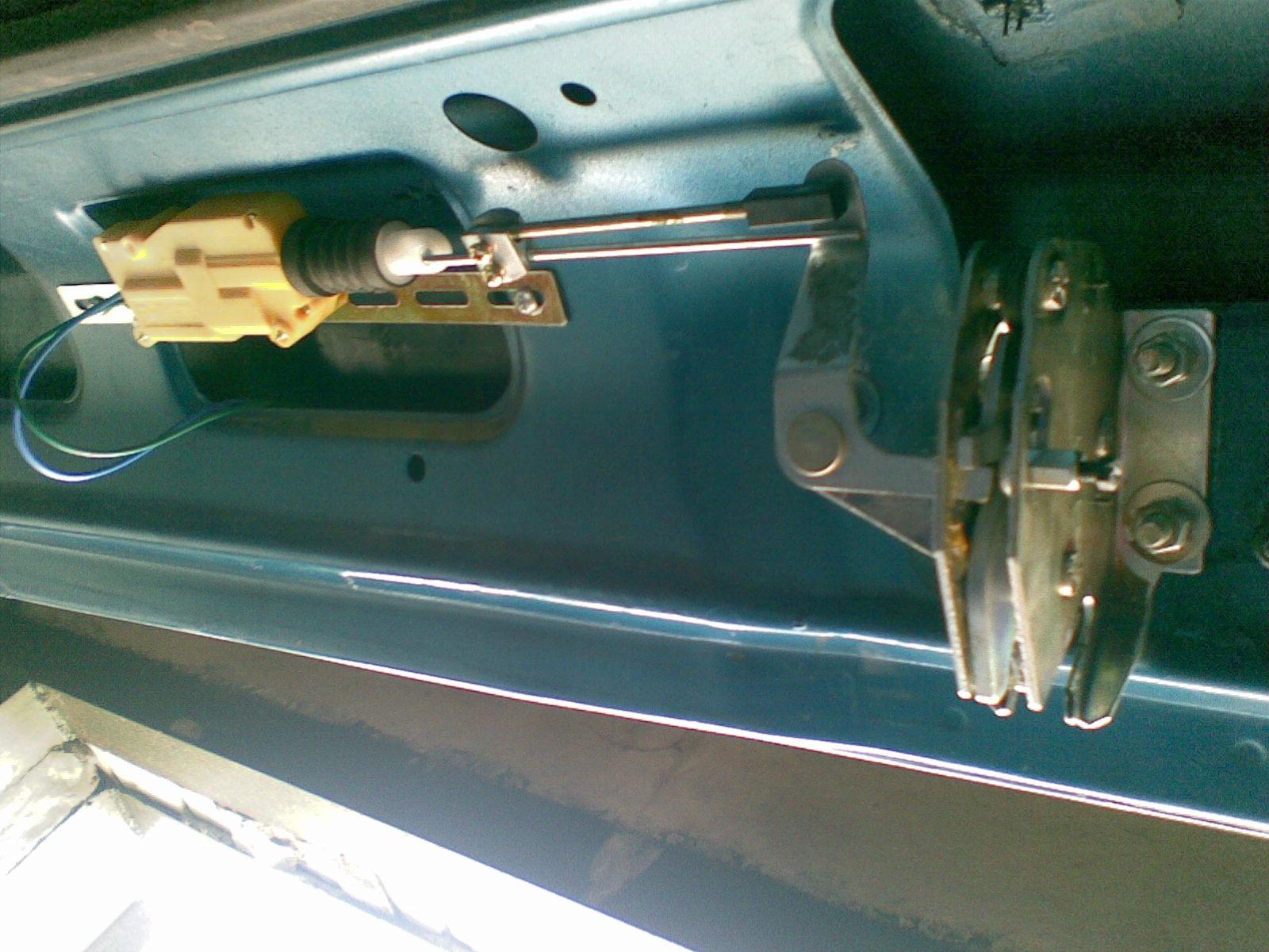 Как сделать замок багажника на мерседес