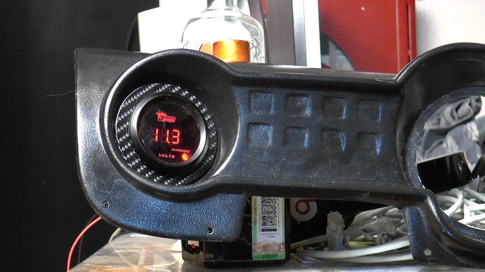 Dragon Gauge вольтметр, вставленный в приборную панель БАРС