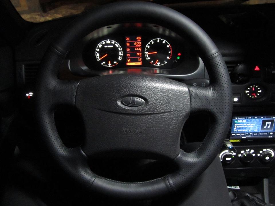 Картинка за рулем приоры