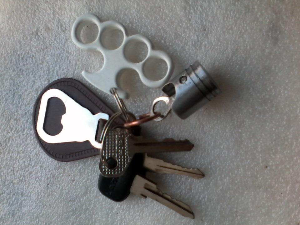Как сделать брелок на ключи своими руками