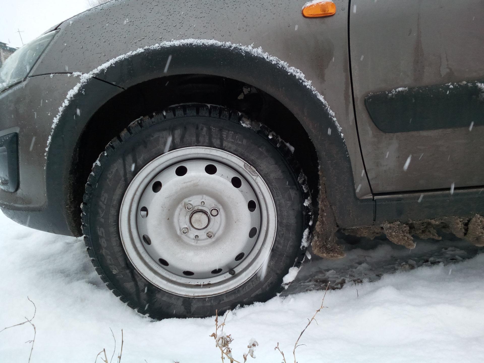 Вот, как и обещал, сфоткал на штампах R15 185/65. Машинка стала выше, как  то мягче, но может и кажется. Замерял высоту до порога около переднего  колеса, ...