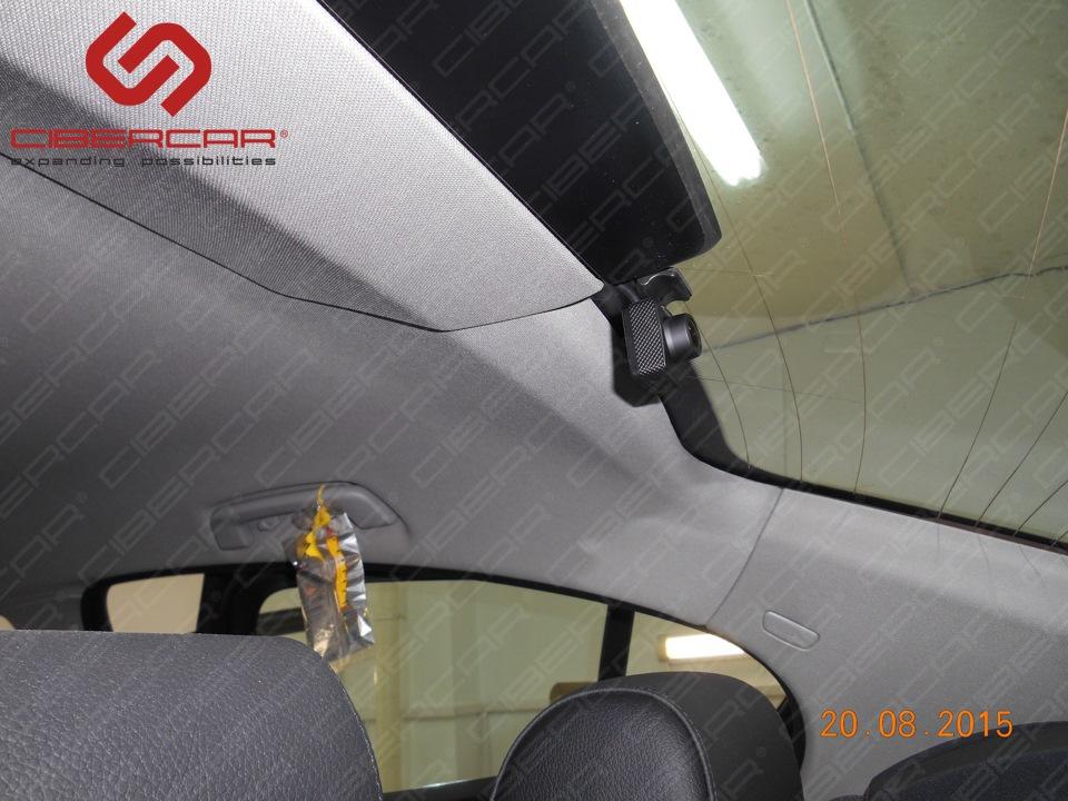 Задняя видеокамера видеорегистратора в BMW F10 528i xDrive.