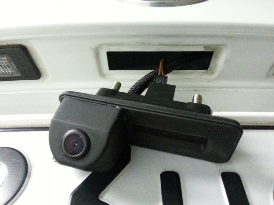 камера заднего вида на skoda rapid