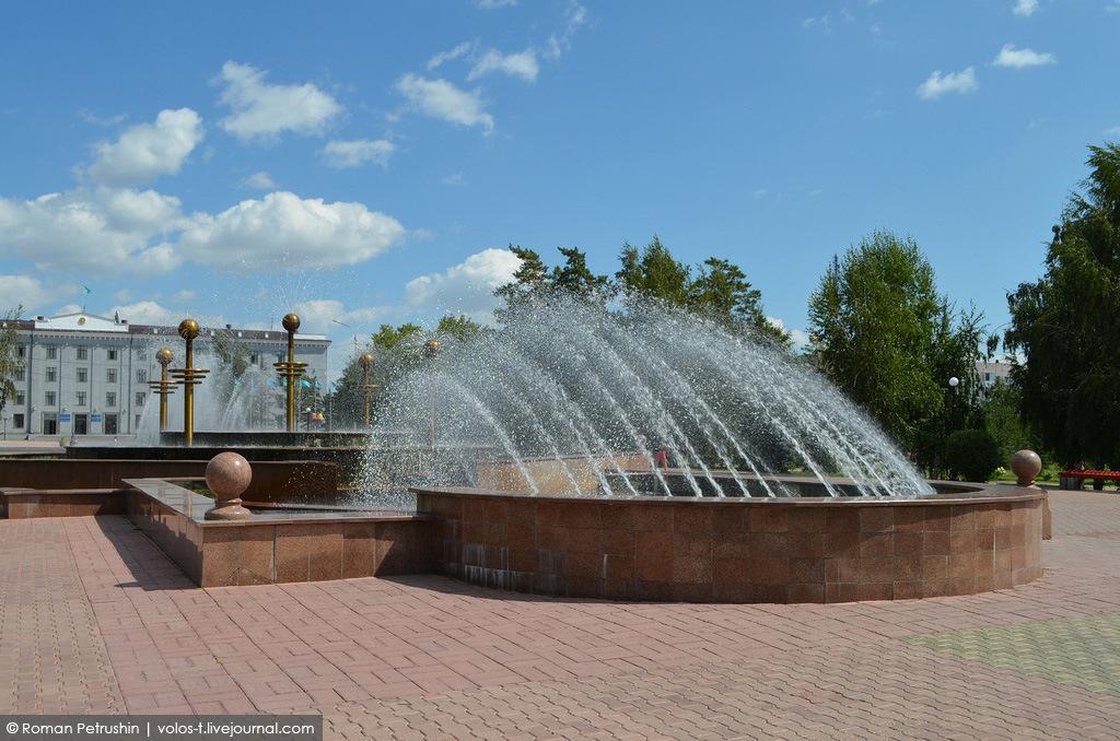 Фонтан в Центральном сквере перед Аппаратом акима Павлодарской области
