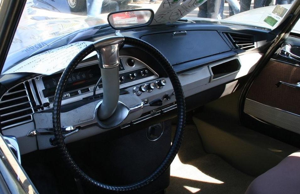 Односпицевый руль — фирменная черта Citroen DS