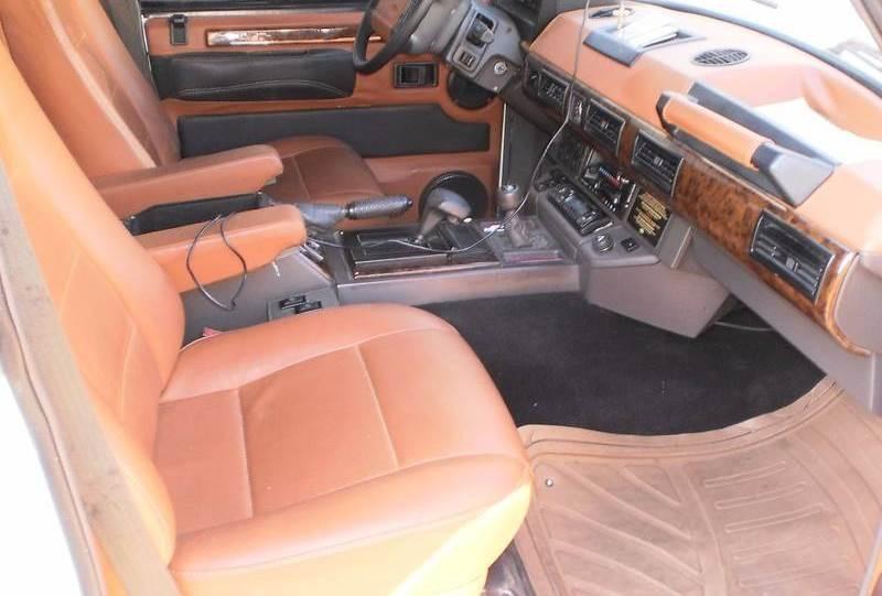 Как модно говорить — коричневый на белом)В Житомире переделали Range Rover 80-х