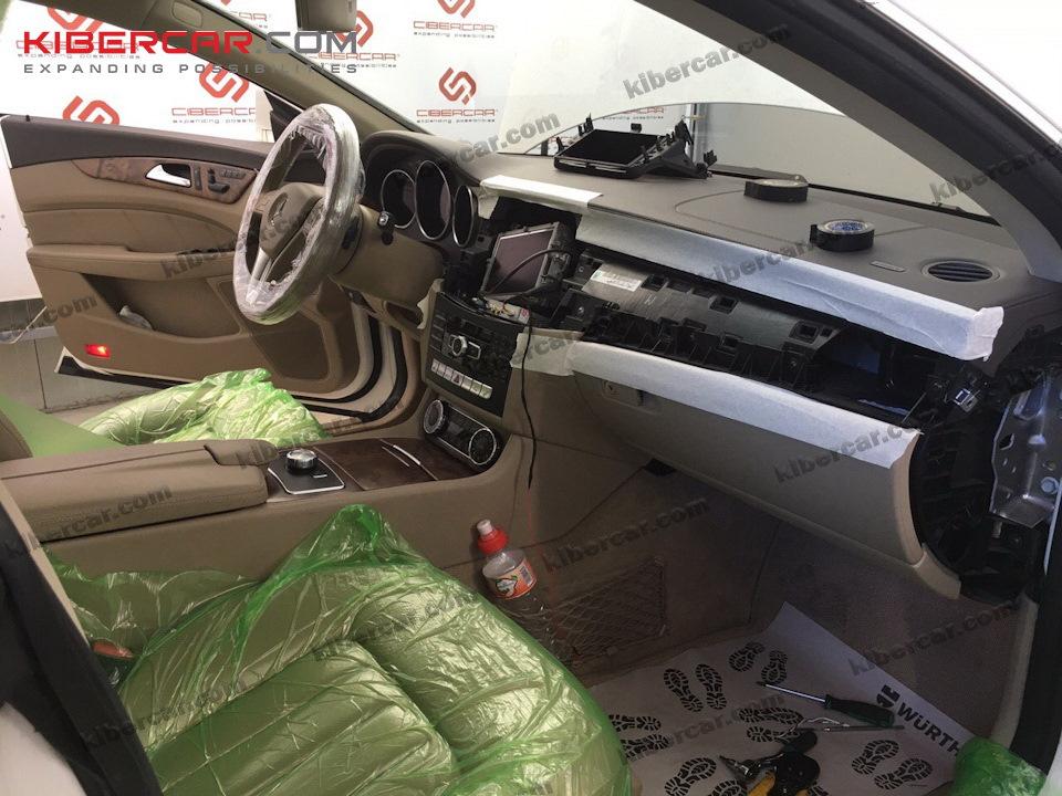Минимальный разбор автомобиля, с защитой рабочих поверхностей.