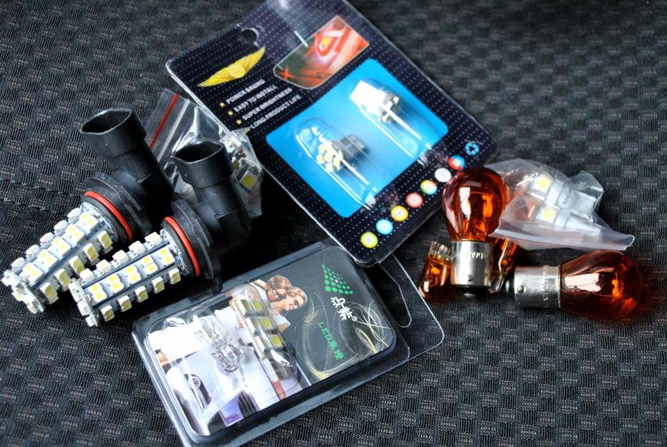 Кучка лампочек, и желтых и светодиодов, заказанных ещё на джетту.  PS. в ПТФ джетты были заказаны HB4...
