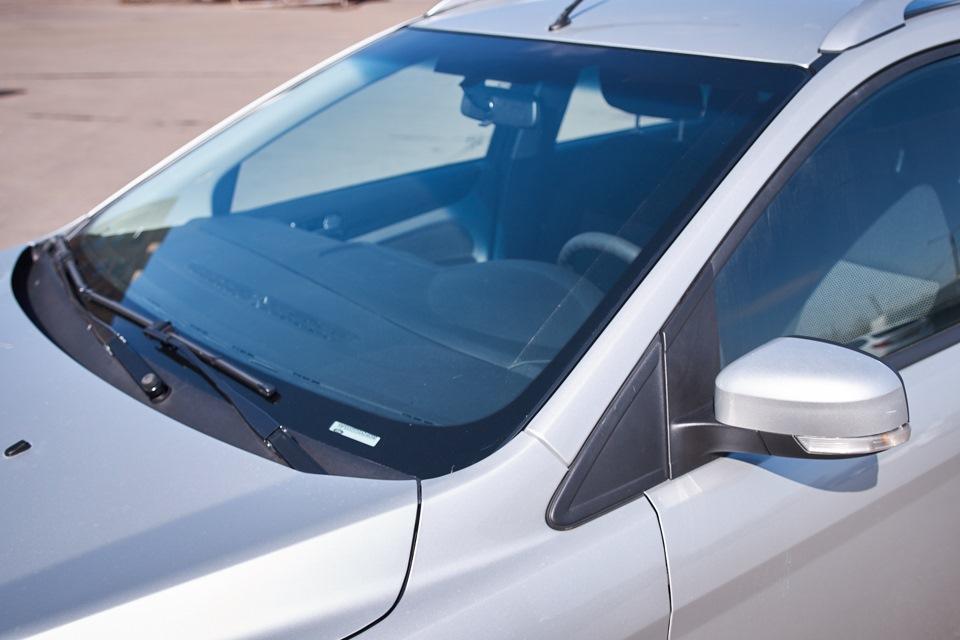 Ford Focus после проведённого кузовного ремонта. Заменено лобовое (ветровое) стекло.