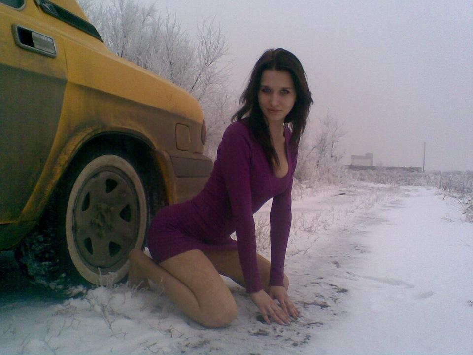 девушки катались на машине и фоткались голыми